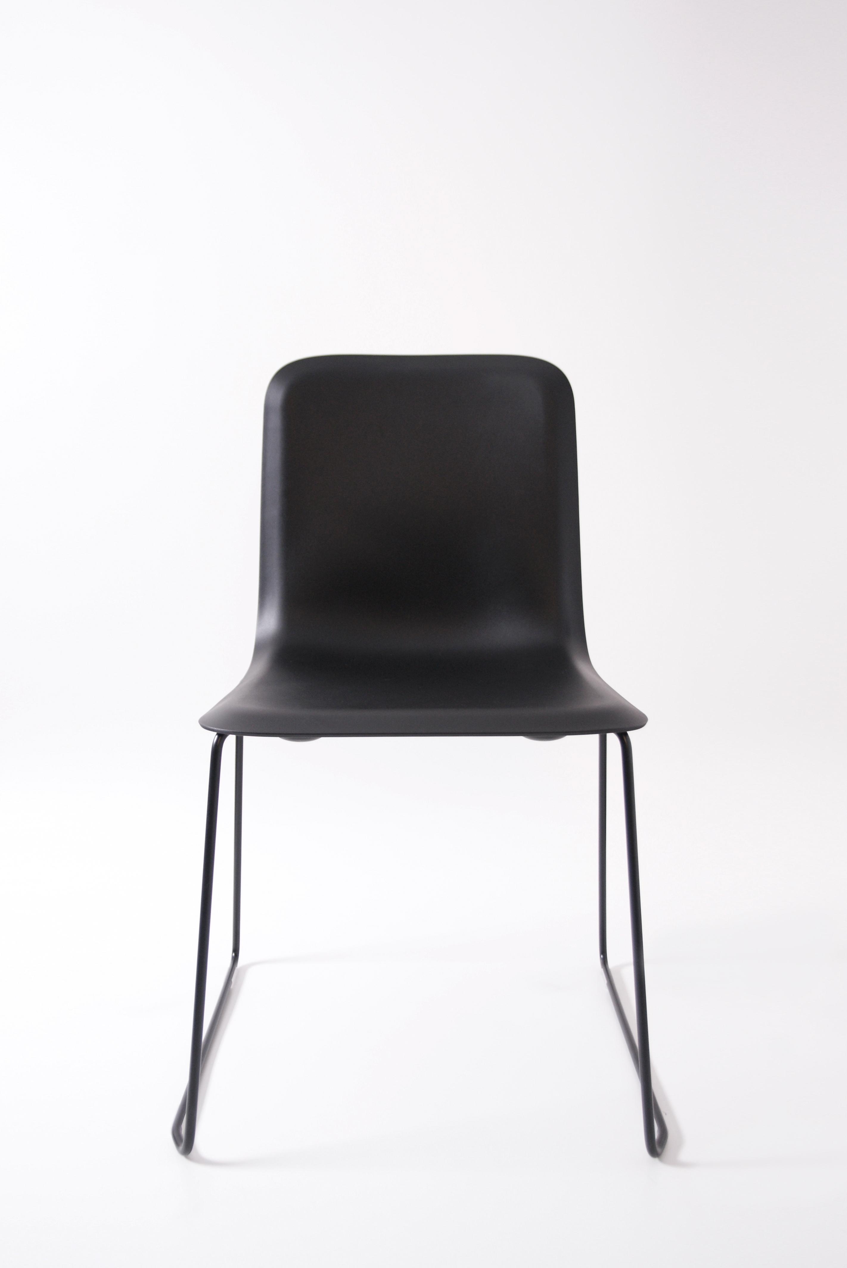 That Chair Zwart Front