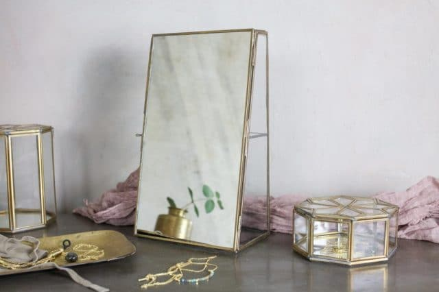 Bequaivitrine cabinet with mirror