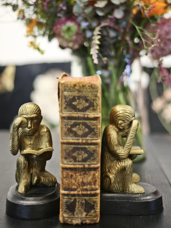 Bookend in gold