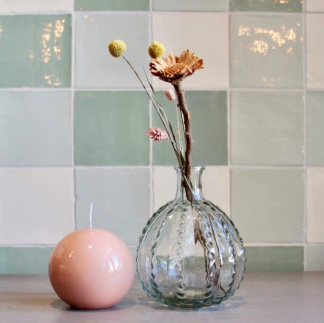 Ball vase with ball candle pink and green
