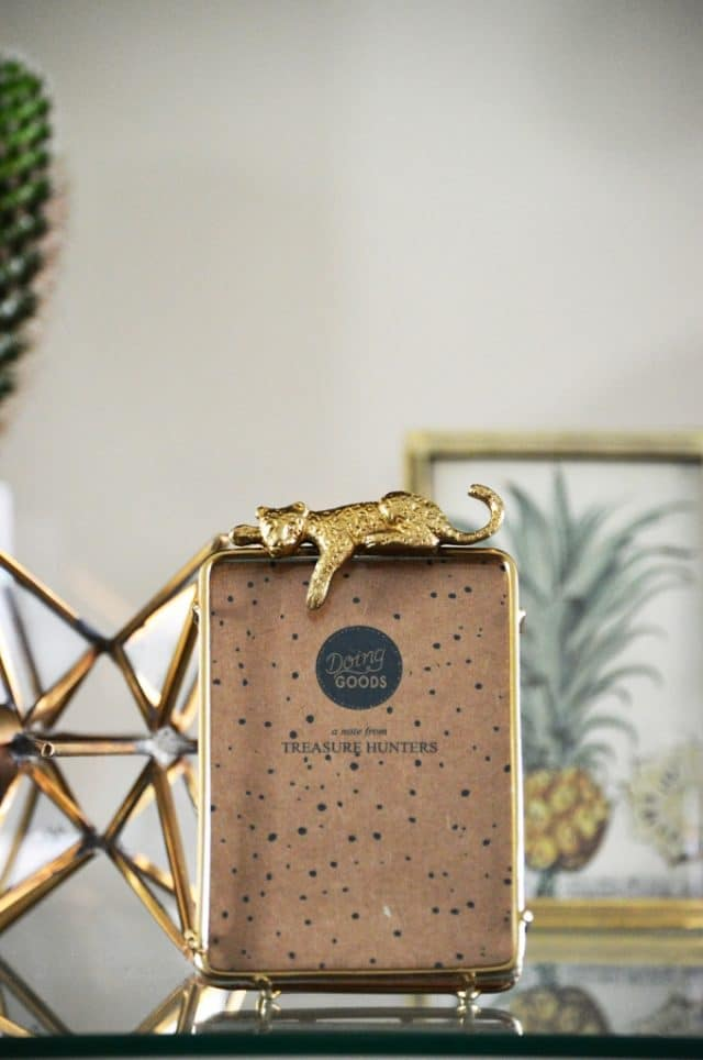 Photo frame gold with leopard