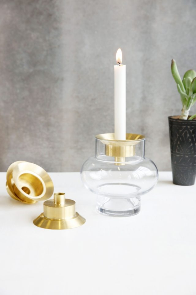 Candle stand in color brass