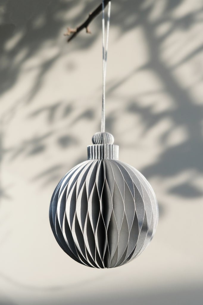 Christmas bauble paper rope gray