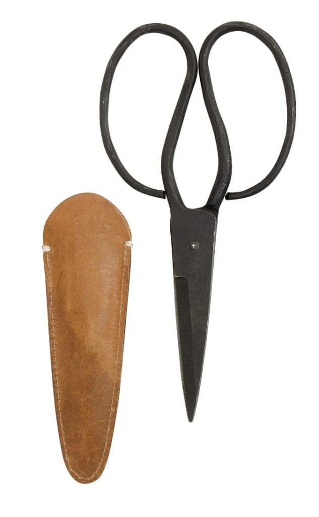 Metal scissors leather pouch
