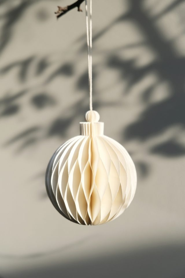 Paper Christmas bauble rope white