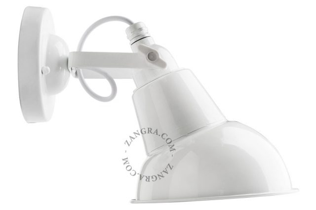 Metal wall lamp with white lacquered shade
