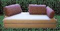 Slaapbank Zoom in de zitstand met kussens die op verschillende posities geplaatst kunnen worden