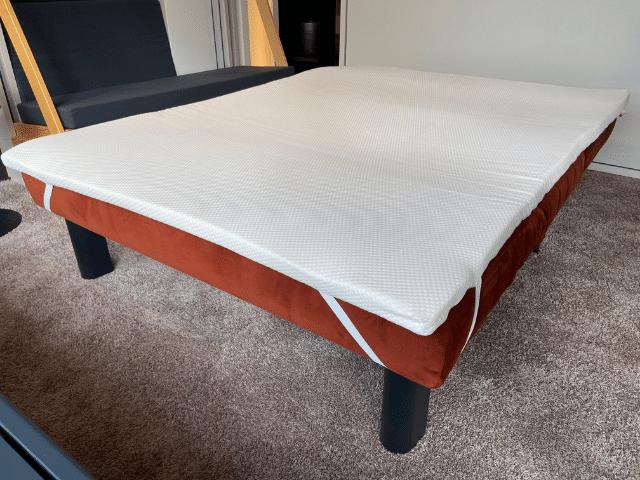 Slaapbank Alexa als bed met een topper