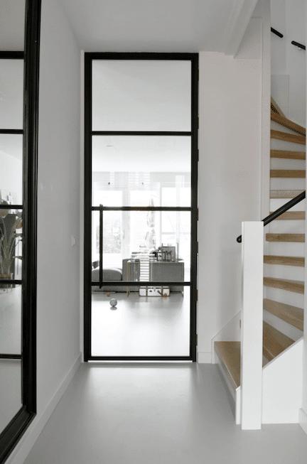 nieuwbouw trap,stairz traprenovatie,gietvloer eiken trap,stalen deuren,mooie hal