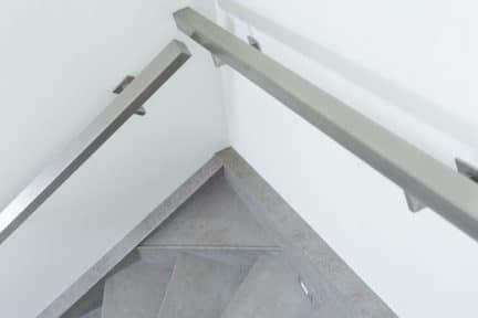 trapleuning,rvs leuning,rvs trapleuning,roestvrij stalen trapleuning,betonnen trap,beton look trap,overzet treden,stairz traprenovatie