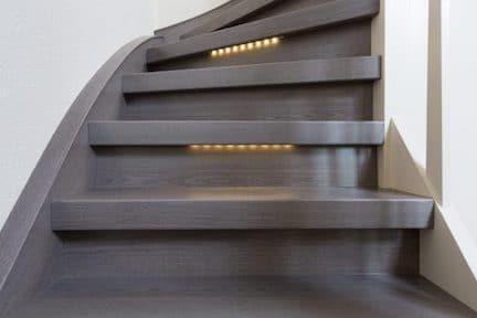 veilige trap,trap met led verlichting,houten trap,trapverlichting,trap verlichting,overzet treden,stairz traprenovatie