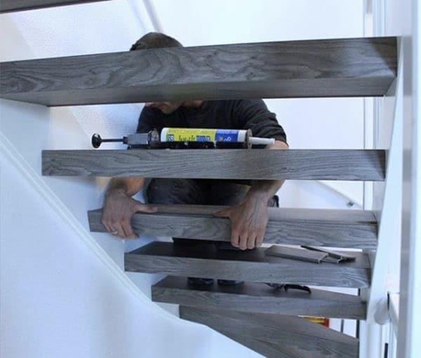 trap kaal opleveren,vragen traprenovatie,houten trap,trap renoveren,stairz traprenovatie,monteur traprenovatie,plaatsen van overzettreden,pvc overzet treden,overzet treden plaatsen,pvc trap