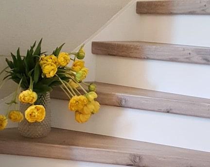 lente trap,trap met tulpen,traprenovatie