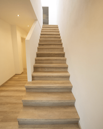 eiken houten trap,creme eiken traprenovatie,trap laten renoveren,stairz traprenovatie,mooie houten trap