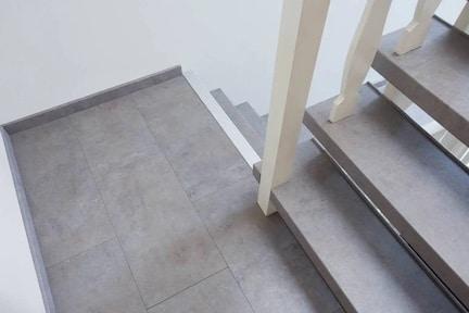 trap renoveren,nieuwe trap,nieuwe trap,betonnen trap,betonnen traprenovatie,beton grijze trap,trap renoveren,trap laten renoveren,wat kost een traprenovatie,stairz traprenovatie,moderne trap,trap opknappen