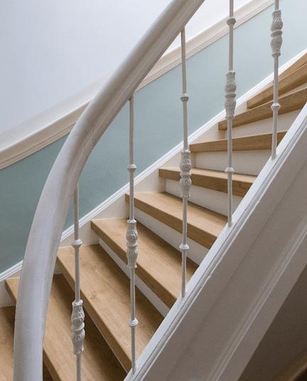 trap inspiratie tips en ideeen,trapinspiratie,klassieke houten trap,trap renoveren,stairz traprenovatie,mooie trap,lichte houten trap,jaren 30 woning trap