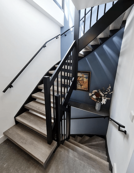 trap inspiratie tips en ideeen,trapinspiratie,mooie trap,moderne trap,houten trap,vintage grijs trap,stairz traprenovatie,zwart met hout trap