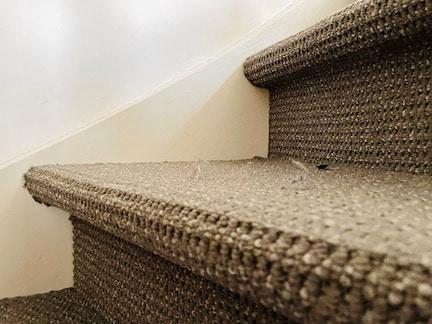 tapijt op trap,nadelen vloerbedekking trap,stof op de trap,trap bekleden met vloerbedekking