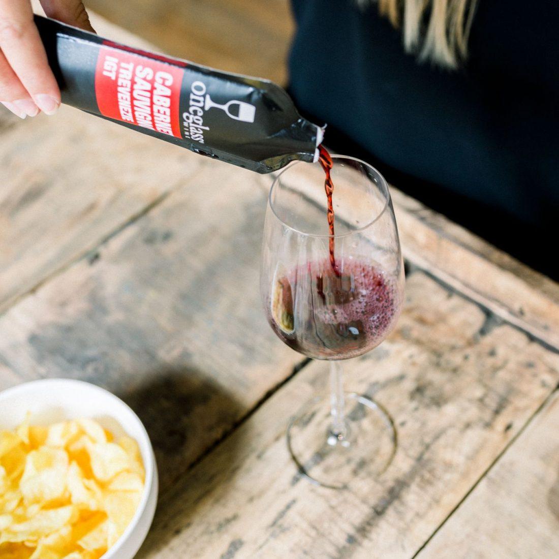 Oneglass rode wijn