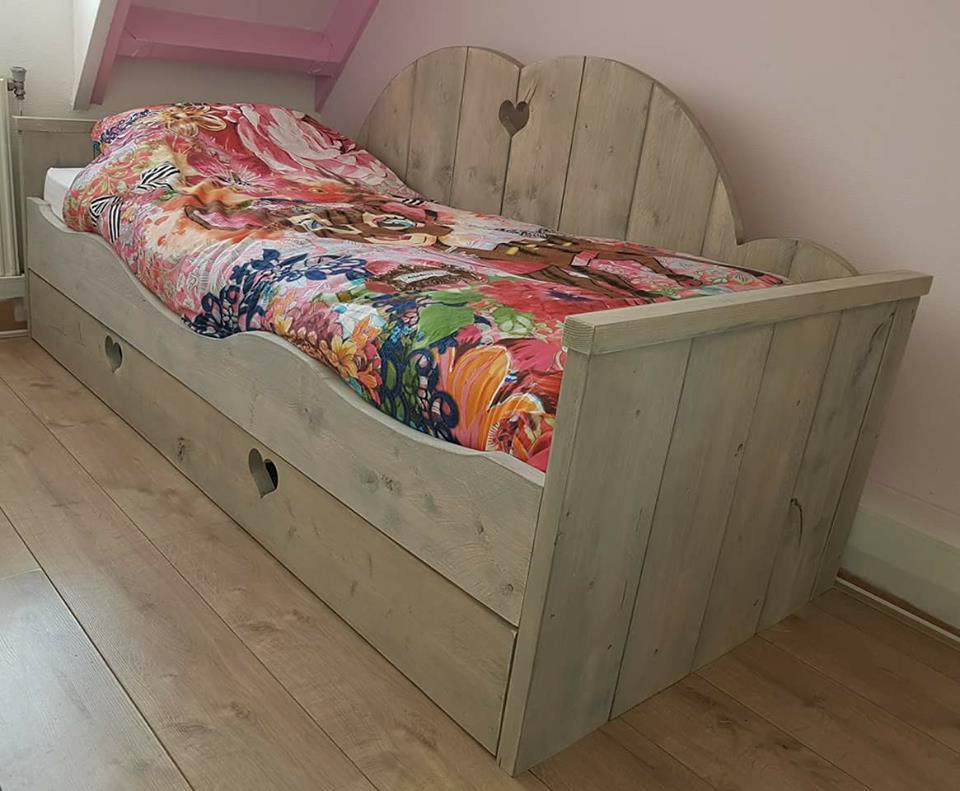Bed Sasha